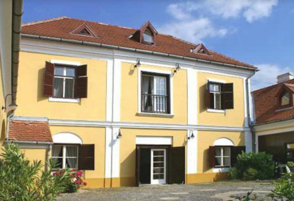 Balaton régi ingatlanjai, Gombás-kúria